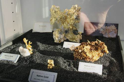 Gold display