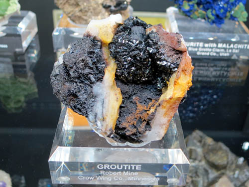 Groutite Robert Mine, Minnesota