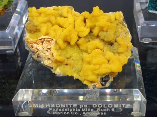 Smithsonite ps. Dolomite Philadelphia mine, Arkansas