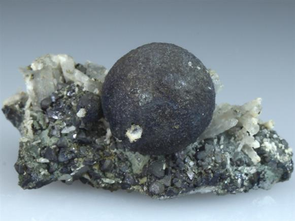 Sphalerite on Quartz and Chlorite