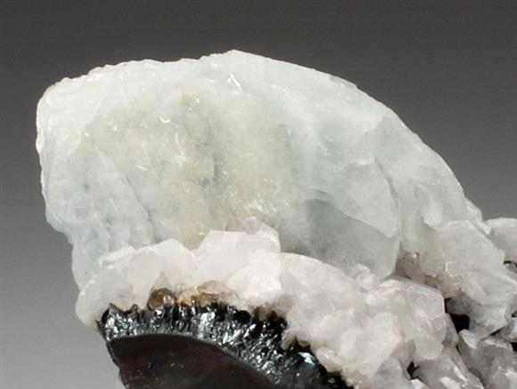 Baryte and Calcite on Hematite