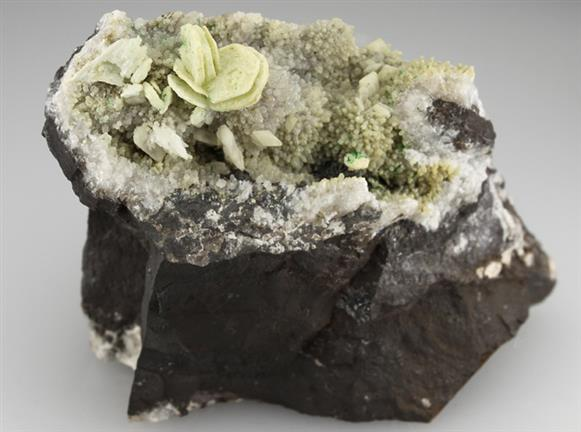 Hydrocerussite on Calcite With Baryte