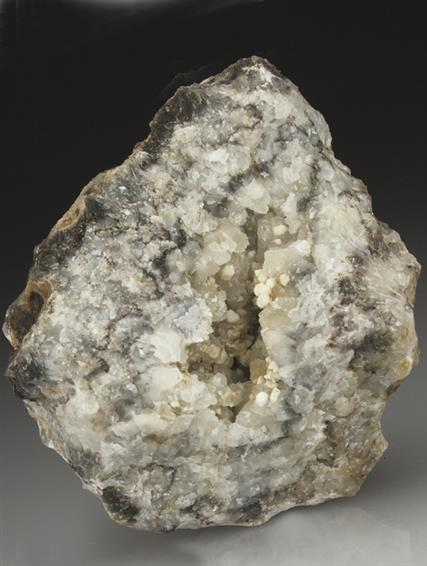 Hydrocerussite on Calcite