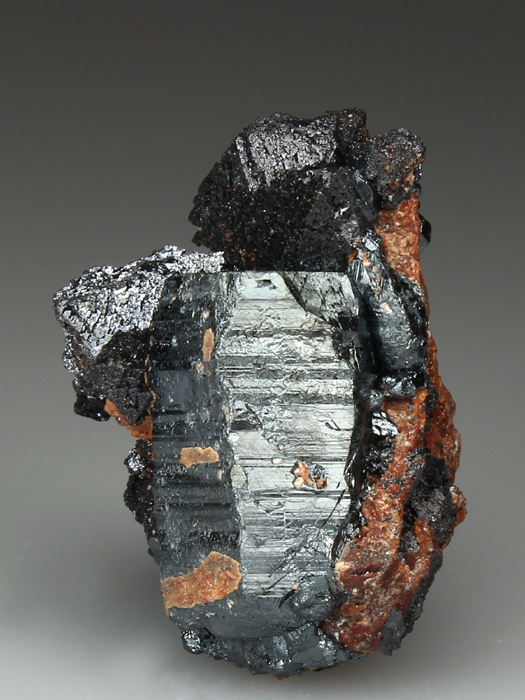Hausmannite on Hematite