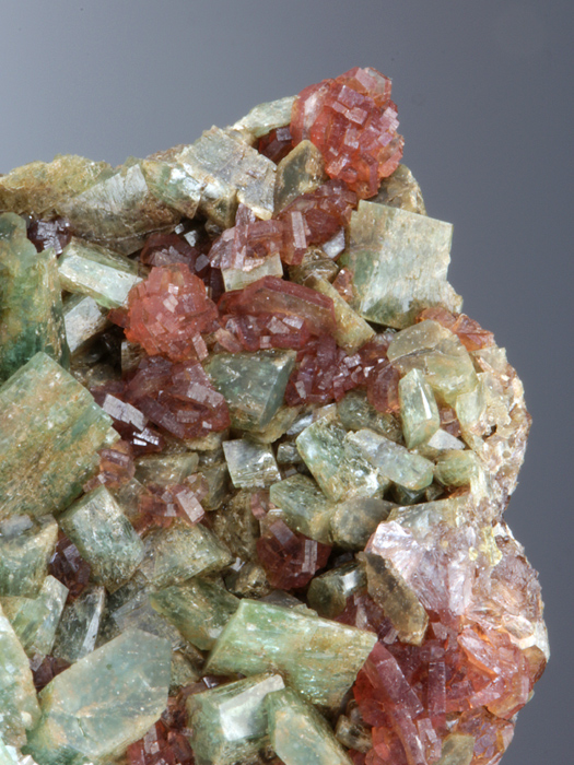 Johannsenite With Pyrosmalite