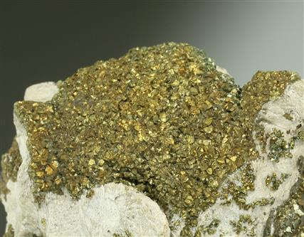 Chalcopyrite on Baryte and Calcite