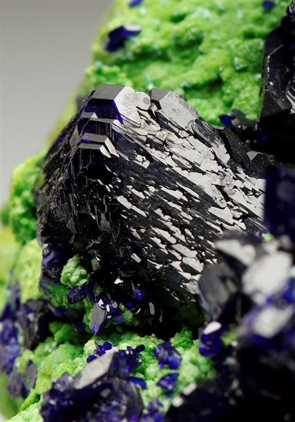 Azurite on Bayldonite-arsentsumebite