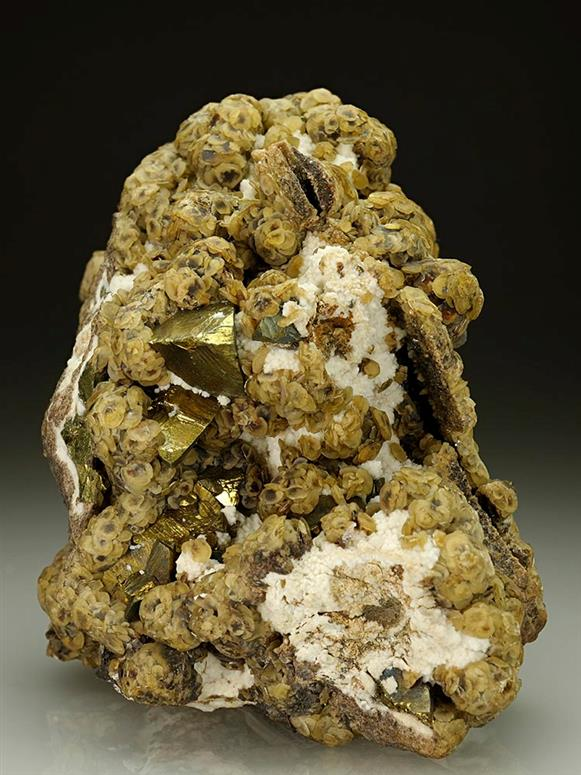 Siderite and Chalcopyrite on Quartz