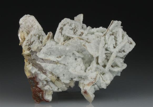 Dolomite on Wulfenite