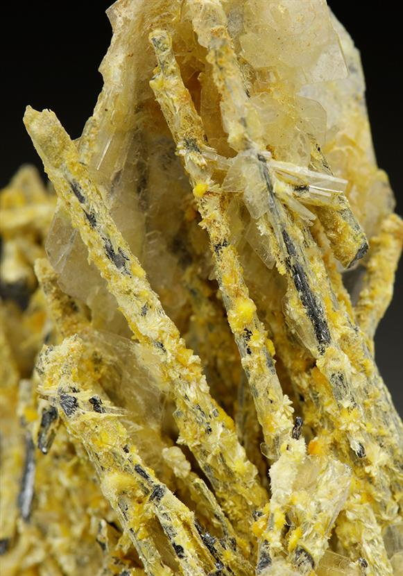 Klebelsbergite on Stibnite With Baryte