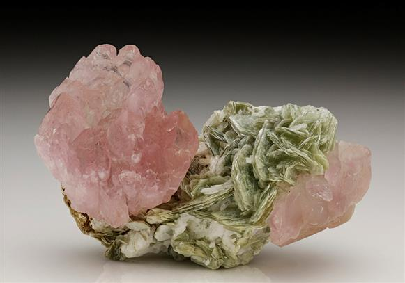 QUARTZ var ROSE with MUSCOVITE