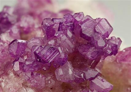 VESUVIANITE Mn-enriched