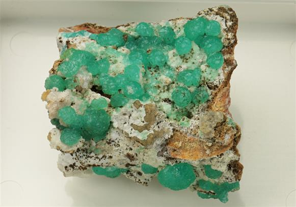 Alumino Adamite on Smithsonite