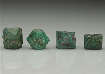 Malachite coating Cuprite (4 crystals)