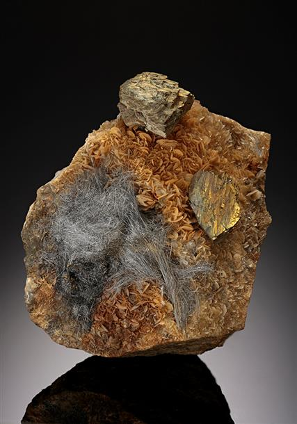 Chalcopyrite with Jamesonite on Siderite