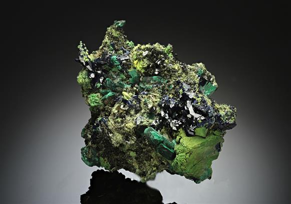 Arsentsumebite ps. after Mimetite with Azurite, Gartrellite, Olivenite and Malachite ps. after Azurite