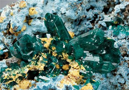 Dioptase with Calcian Pyromorphite on Plancheite