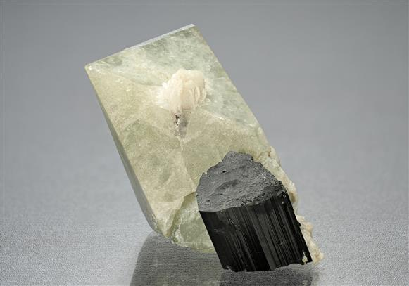 Hydroxylherderite with Schorl