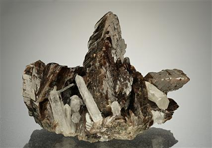 Axinite-(Fe) with Quartz