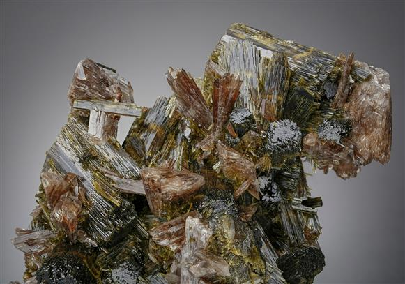 Axinite-(Mn) with Epidote