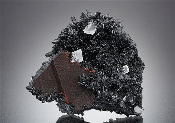 Gaudefroyite with Baryte and Andradite