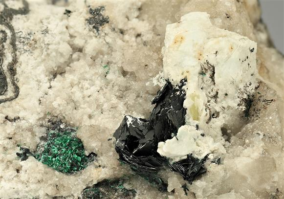Crednerite with Hydrocerussite, Malachite and Calcite