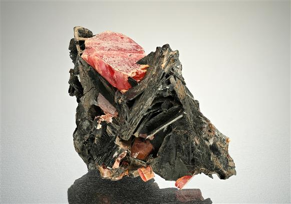 Bannisterite with Rhodonite