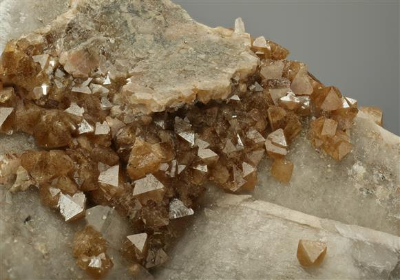 Scheelite with Quartz
