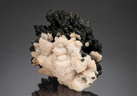 Descloizite with Calcite