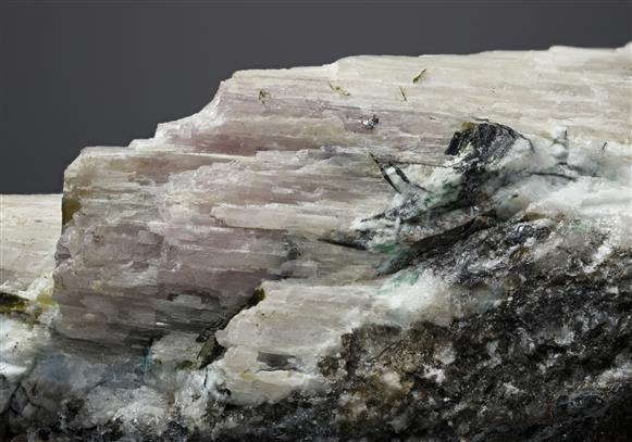 Mereheadite with Chloroxiphite and Mendipite