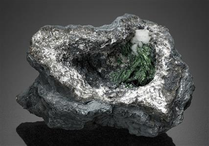 Crednerite with Malachite and Hydrocerussite