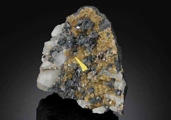 Stolzite with Siderite and Djurleite