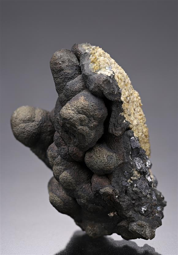 Native Arsenic on Pyrargyrite