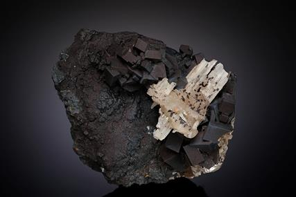Goethite coating Cerussite after Anglesite with Cerussite
