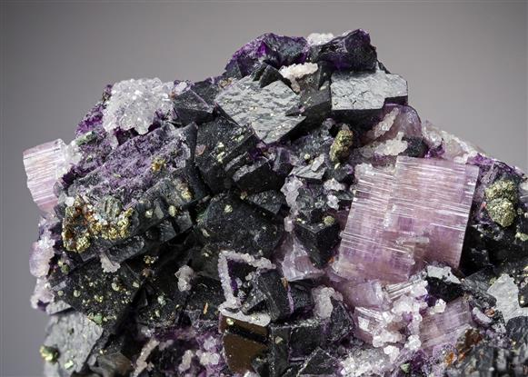 Fluorite and Fluorapatite with Chalcopyrite