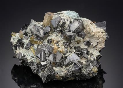 Magnetite with Fluorapatite and Tremolite